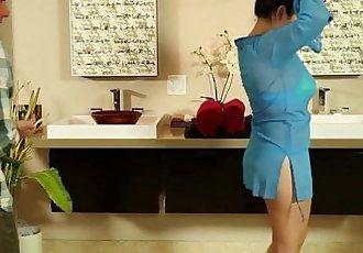 Booty masseuse slammed - 5 min