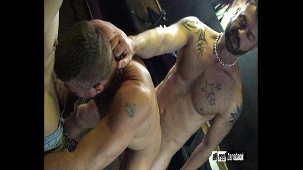 Threesome in Cruising Bar