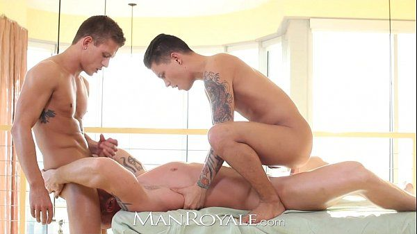 Manroyale Muscle daddy gets serviced by two twinksHD