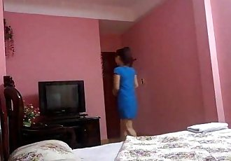 Vietnamese couple in hotel - 14 min
