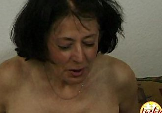 Cougar woman shows her fucking skills with a younger guy with huge dickHD