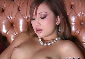 Tia shows you her pussy - 6 min