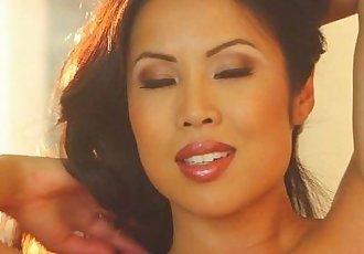 Thuy Li Smoking Hot - 7 min