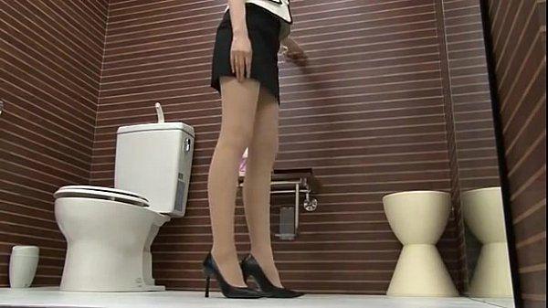 トイレでパンスト履ã�..