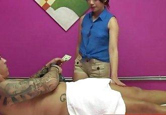 真的 亚洲 按摩师 呵护 客户 - 8 min hd