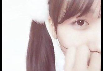 Japonesa tímida con cosplay de maid - 5 min