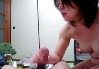 Japanese milf handjob - 55 sec
