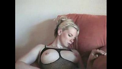 Amateur wife doing her husband - 9 min