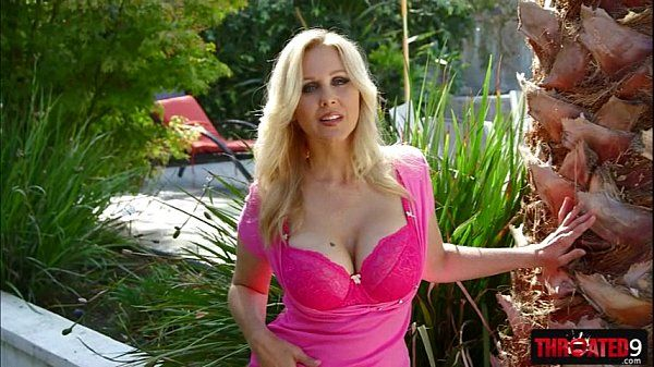 Busty MILF bombshell Julia Ann shows how good she is in sucking cock