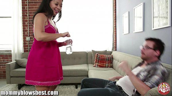 Stepmom Lucky Starr is sucking my best friend!HD