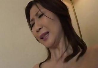 Lonely housewife Nanako Yoshioka seduces the tv repair guy - 5 min