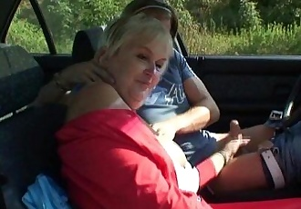 Granny gets screwed in the car - 6 min