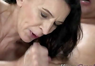 Mature old lady railed 6 min 720p