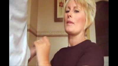 Blowjob Blonde Mama Cummed shirt und Finger - 1 min 17 sec