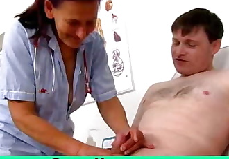 Grandma Linda is a dirty nurse milking a cock at sperm clinic