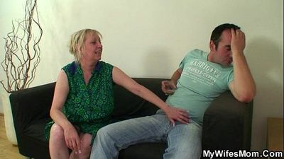 What the fuck is going on here, mom!! - 6 min