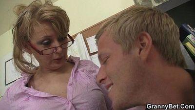 Office lady fucks her employee - 6 min
