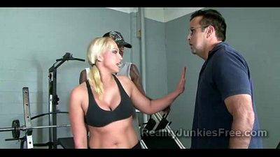 Gorgeous sporty MILF takes care of gifted black coach - 4 min