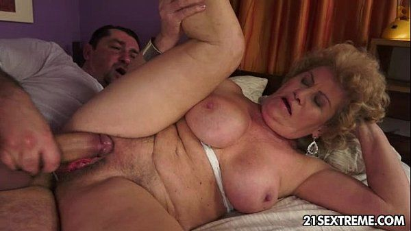 The Love Guru Effie - Lusty Grandmas - 6 min
