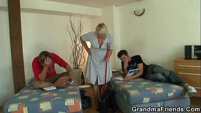 Two friends lure old bitch into 3some - 6 min