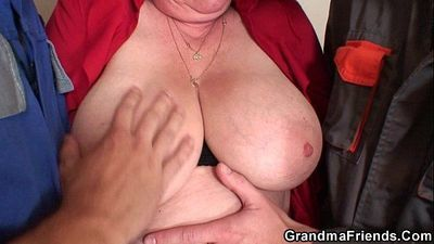 Nasty granny double penetration - 6 min HD