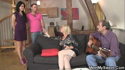 Sweetie gets lured into threesome by her BF\
