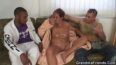 दादी डबल प्रवेश