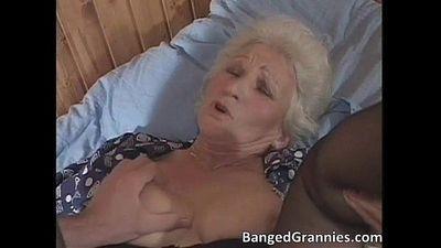 busty Blonde Milf Schlampe saugen Big Fett - 5 min