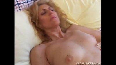 Mature amateur loves to cum - 5 min