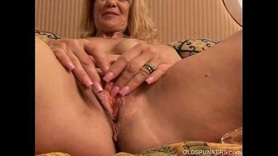 Sexy MILF fucks her pussy - 5 min