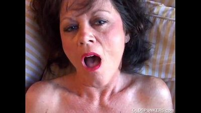 Smoking hot mature brunette - 5 min