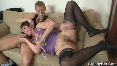 Her hairy old cunt gets hammered - 6 min