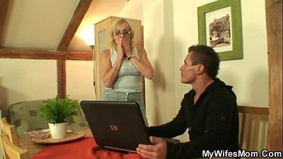 He bangs his old mother in law - 6 min