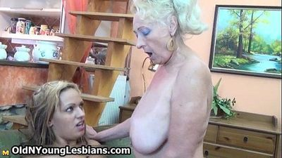 Blonde mature granny loves having - 5 min