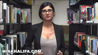 Here is Mia Khalifa\'s sexy body up close... I hope you like it! (mk13825)HD+