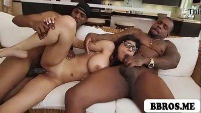 Mia 칼리파 뜨거운 섹시 대 갈색 머리 엿 :: 두 개의 블랙 몬스터 자지