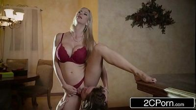 Shocking Christmas Sex Between Gorgeous Stepmom Alexis Fawx and Her StepsonHD