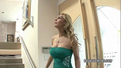 Mature slut Tanya Tate fucks and takes the cum on her titsHD
