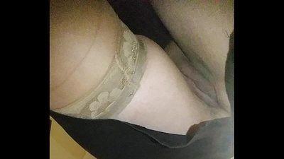 Upskirt without pants. Bajo la falda sin bragas - 17 sec