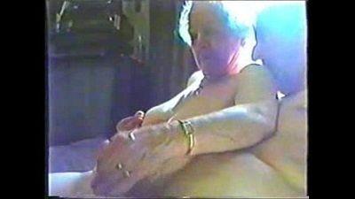 Having fun with an horny granny - 1 min 3 sec