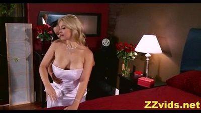Lisa Ann & Sarah Vandella - 5 min
