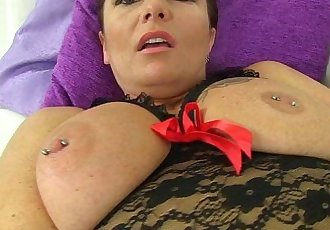 British milf Samantha cant stop toying her mature pussyHD