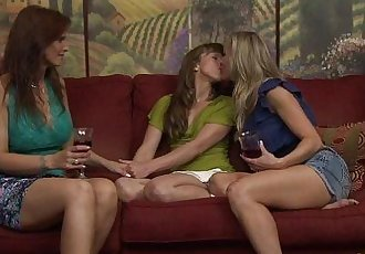 Amber Chase And Syren De Mer Try Lesbian SexHD