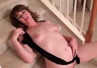 American milf Shelby strips off and fucks a dildoHD