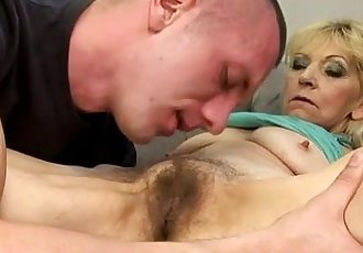 Amateur mature granny gets pussy licked - 6 min