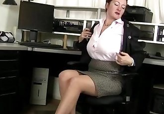 American milf Jessica unleashes her hidden horninessHD