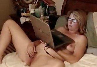 Stolen video of my om fingering on bed - 16 sec