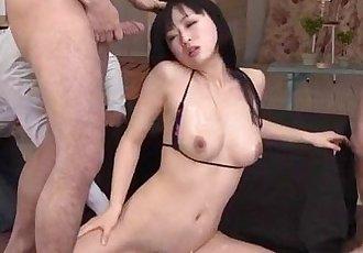 希 Hatsuki 看起來 瀟灑 與 她的 貓 釘 右 - 12 min