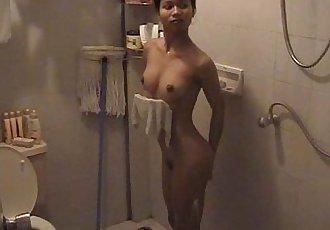 陶 在 的 淋浴