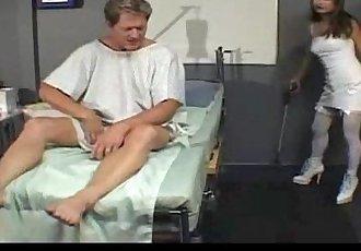 堕落 护士 乱搞 她的 患者 - 19 min